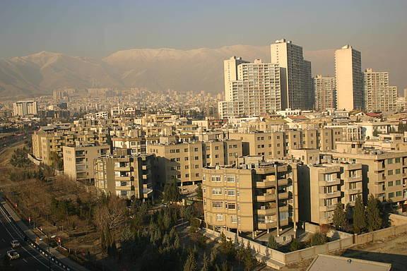 Teheran, Hauptstadt des Iran, im Hintergrund das Elburs-Gebirge