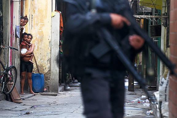 Gewalt in den Favelas von Rio de Janeiro