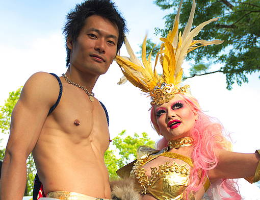 """Tokyo Rainbow Pride 2016 im Yoyogi-Park in Japan, 8. Mai 2016 © """"DSC_4312"""" by U.S. Embassy Tokyo is licensed under CC BY-NC 2.0. To view a copy of this license, visit https://creativecommons.org/licenses/by-nc/2.0/"""