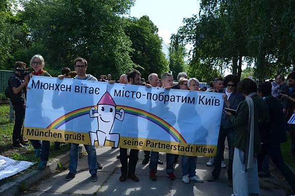 deutsche Aktivist_innen aus Kiews Partnerstadt München beim Kiew Pride 2013