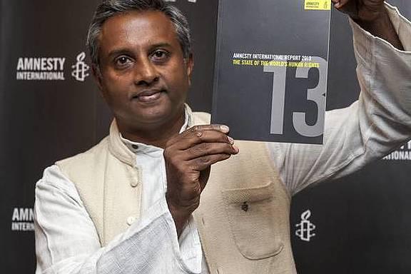 Salil Shetty präsentiert den Jahresbericht 2013