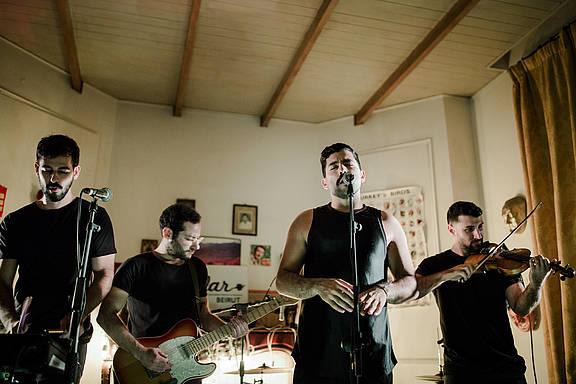 Die Band Mashrou'Leila bei einem Auftritt