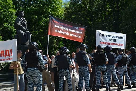 Ukrainische Polizei in Schutzuniform