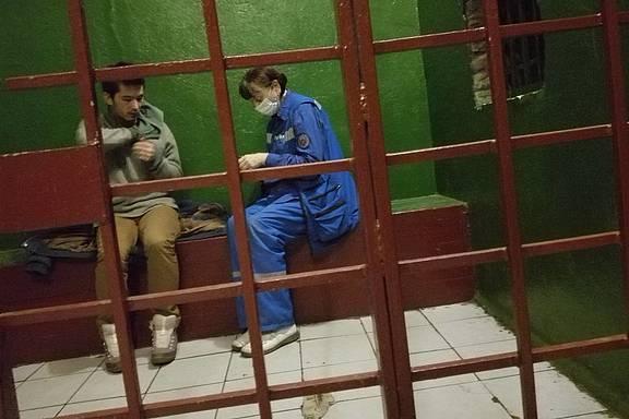 Ali Feruz (Khudoberdi Nurmatov) in Polizeigewahrsam in Moskau