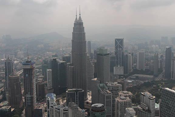 Skyline der malaysischen Hauptstadt Kuala Lumpur mit Blick auf die Petronas Towers