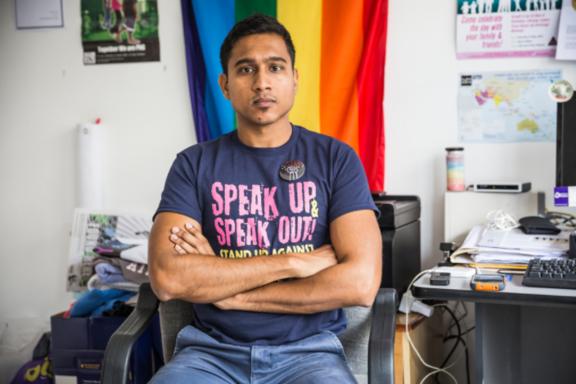 Kris Prasad ist ein 34-jähriger queerer Indo-Fidschianischer Aktivist mit Sitz in Fidschi