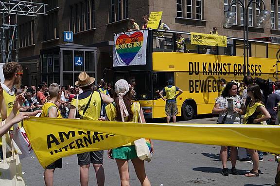 Amnesty International beim CSD 2013 in Köln