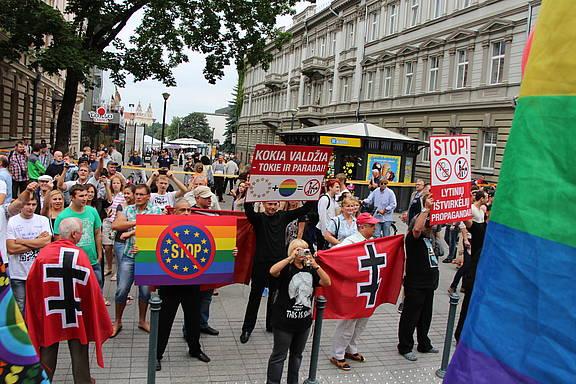 Gegendemonstrant_innen beim Baltic Pride 2013 in Litauens Hauptstadt Vilnius