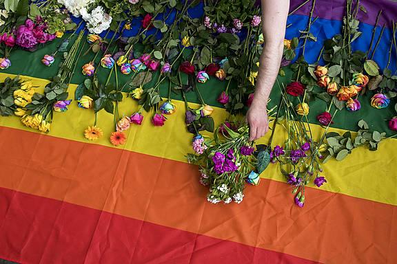 Solidaritätsaktion für tschetschenische LGBTI vor der Russischen Botschaft in London