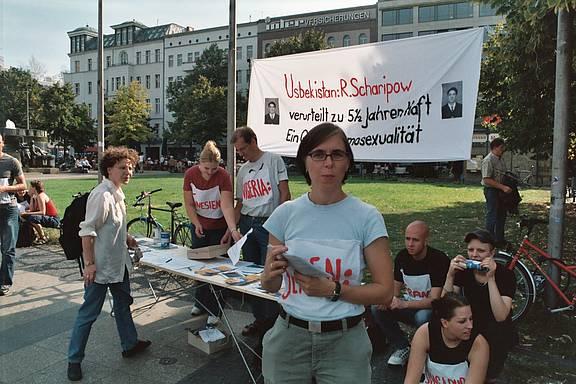 MERSI-Demonstration vom Brandenburger Tor bis zur usbekischen Botschaft in Berlin.