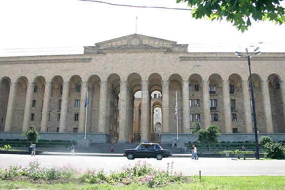 Parlament in der georgischen Hauptstadt Tbilisi