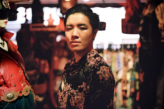 Vincy ist eine aufstrebende Musiker_in in Hong Kong.