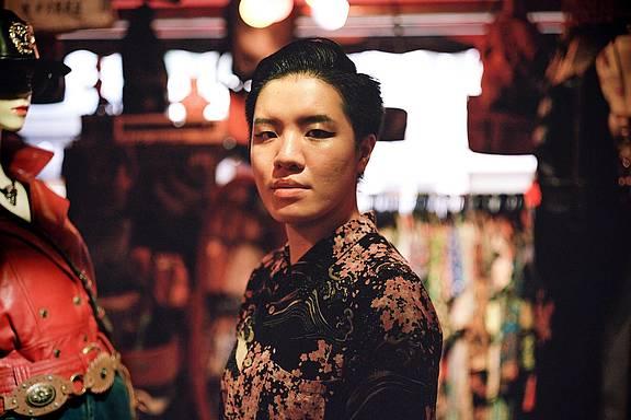 Vincy ist eine aufstrebende Musiker_in in Hong Kong