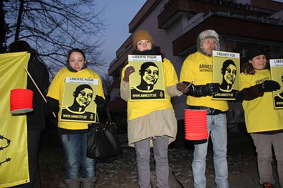 Mahnwache vor der kamerunischen Botschaft in Berlin
